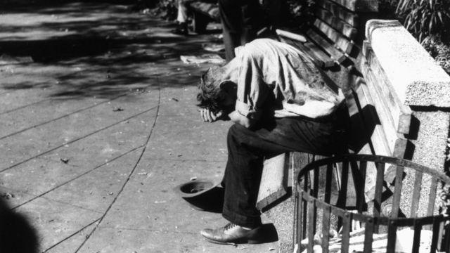 Hombre desesperado en EE.UU. durante la Gran Depresión