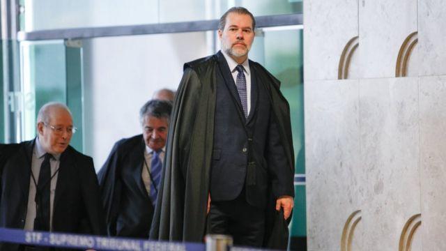 Ministros Dias Toffoli, Celso de Mello e Marco Aurélio Mello chegam ao STF
