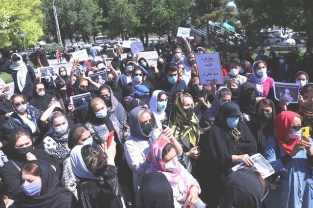 تجمع در مقابل شهرداری تبریز