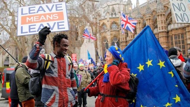 Politički skup ispred britanskog parlamenta