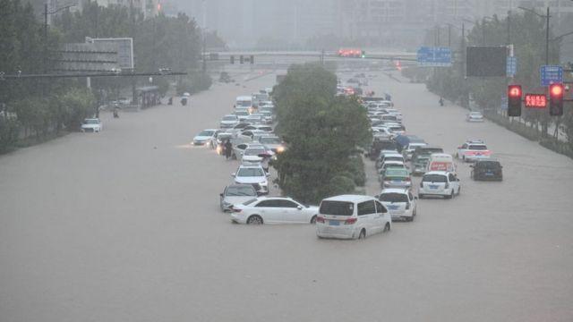 郑州地铁站附近