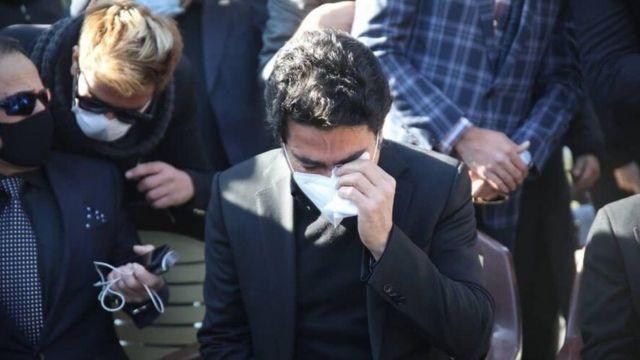 همایون شجریان در مراسم خاکسپاری پدرش
