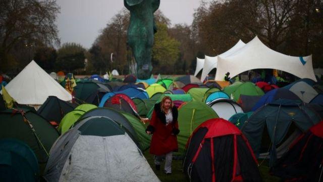 """抗議團體""""反抗滅絶""""在倫敦市中心""""安營扎寨""""。"""