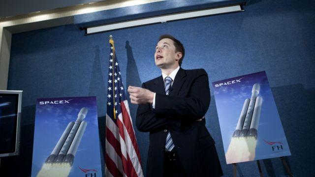 Илон Маск, глава SpaceX, выступает на конференции National Press Club в Вашингтоне, США. 5 апреля 2011 года.
