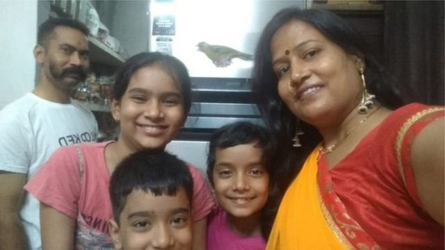 குடும்பத்துடன் ரத்தன்லால்
