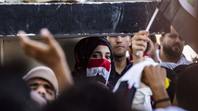 متظاهرة في العراق