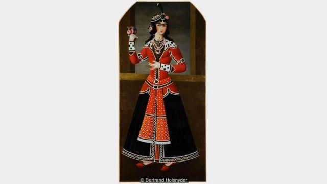 卡扎尔宫庭画师喜欢画此类厚实的连心眉和抛媚眼的杏仁眼。