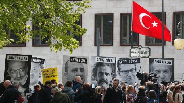 Dad ka hor mudaharaadaya safaaradda Turkiga ee Berlin