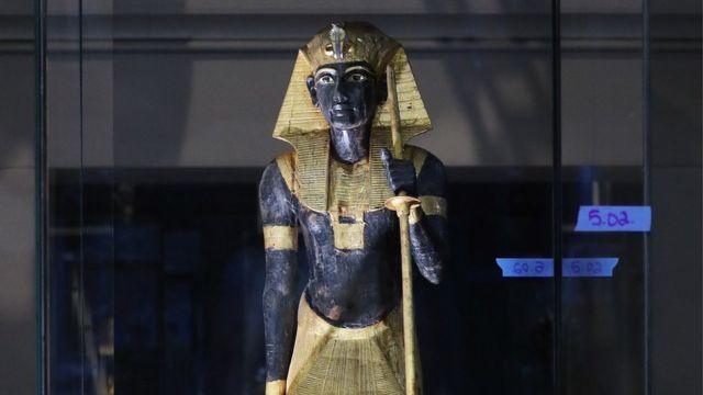 تمثال لتوت عنخ أمون