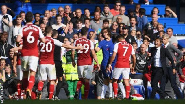 Ni ikarata ya mbere itukura David Luiz ahawe mu nkino 119