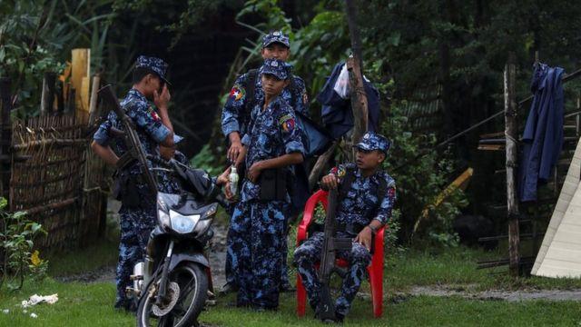 မောင်တောမှာ တာဝန်ကျနေတဲ့ တပ်မတော်တပ်ဖွဲ့ဝင်များ