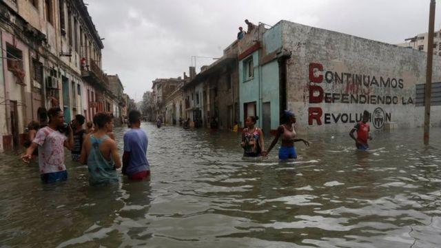 Inundaciones en calles de La Habana