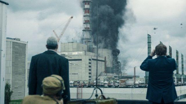 Кадр з серіалу - вибух на ЧАЕС