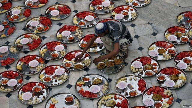 Ramadan: How people break the fast across the world