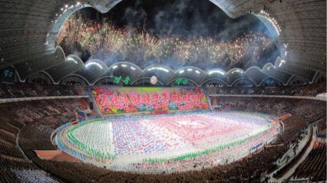 احتفالات في ملعب بكوريا الشمالية