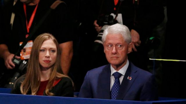 Chelsea y Bill Clinton.