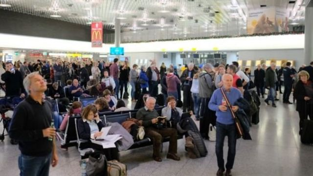 Пасажири в аеропорту Ганновера