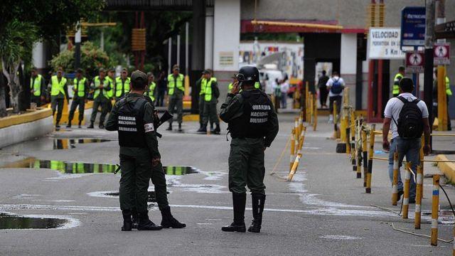Soldados venezolanos patrullando la frontera entre San Antonio del Táchira, Venezuela, y Cúcuta, Colombia.