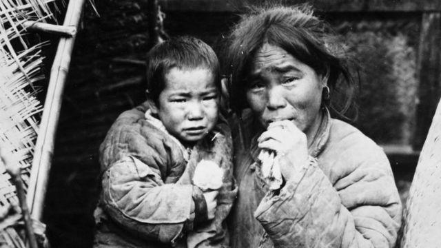 Archive image of a starving woman and child during the famine in China
