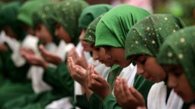 कश्मीर में स्कूल के बच्चे