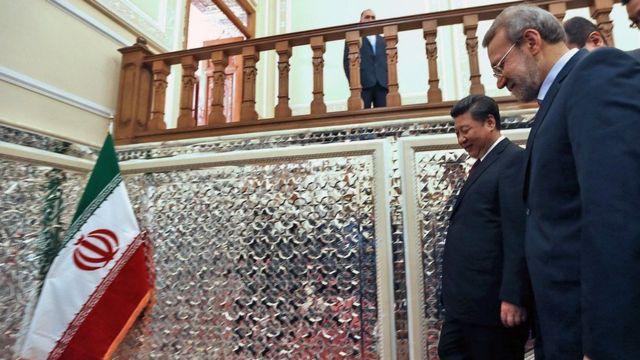 این عکس مربوط به دیدار علی لاریجانی و رییس جمهوری خلق چین در سال ۱۳۹۴ است