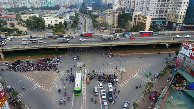 Có một số đoạn cho phép xe BRT chạy trên làn đường riêng.