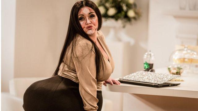 Дон Френч в образе Ким Кардашьян