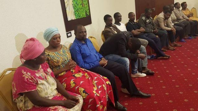 Serikali ya Uganda imewaachia huru raia wengine 13 wa Rwanda waliokuwa wamezuiliwa katika korokoro zake wakituhumiwa kwa makosa mbalimbali.