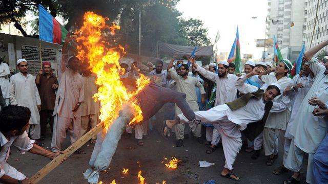आसियांविरोधात पाकिस्तानात निदर्शनं.