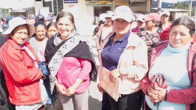 Un grupo de mujeres campesinas que participan en los bloqueos en Ecuador