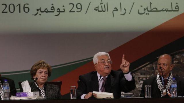 أبو مازن يلقي كلمة في المؤتمر