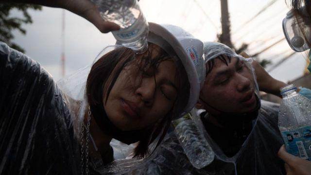 Hàng chục người bị thương trong cuộc biểu tình rung chuyển Bangkok