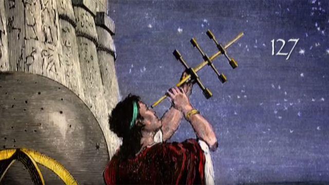 Grego antigo examinando o céu