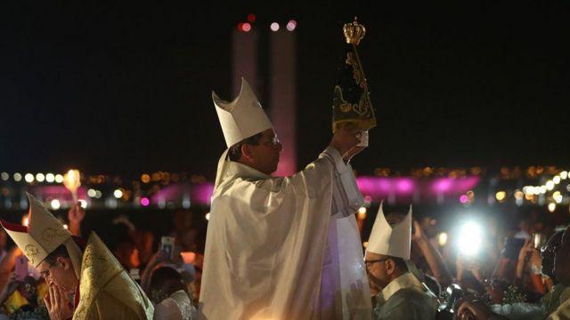 Arquidiocese de Brasília realiza missa solene e procissão durante Festa da Padroeira - Nossa Senhora Aparecida, na Esplanada dos Ministérios, em 2017