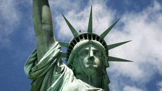 La Estatua de la Libertad, símbolo americano, fue un regalo de los franceses.