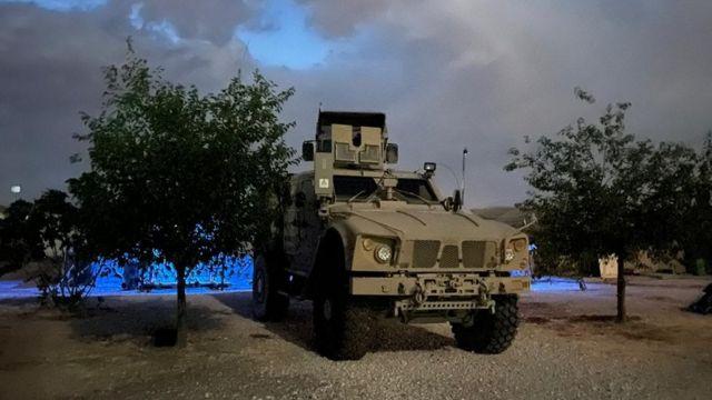 مركبة عسكرية أمريكية في قاعدة شمال شرق سوريا