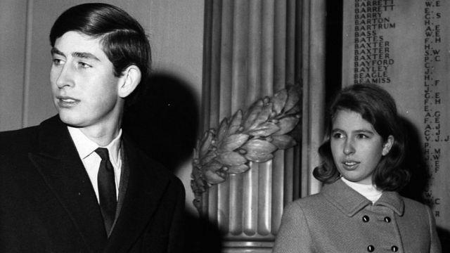 Принцесса Анна и принц Чарльз в 1967 году.