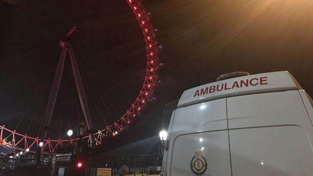 Ambulancias llegaron al London Eye
