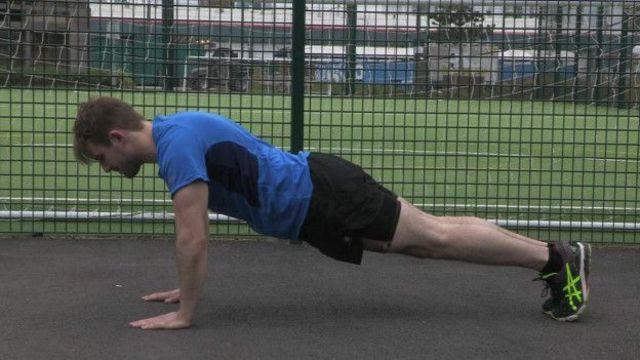 Posição inicial das flexões é fundamental para obter maior benefício com exercício