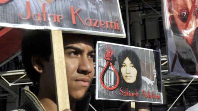 Protesta contra la condena a muerte de una mujer iraní