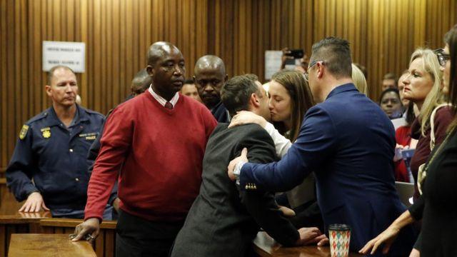 Oscar Pistorius a écopé de six ans de prison pour le meurtre de sa petite amie.