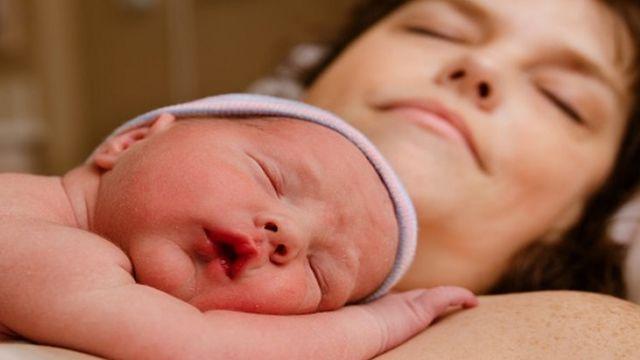 बच्चा और मां