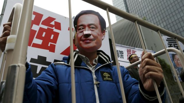 Hong Kong: Thousands rally over missing booksellers