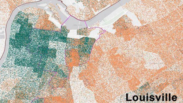 El mapa de Louisville muestra los hogares de residentes afroamericanos en verde y de blancos en anaranjado.