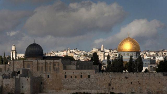تتمتع مدينة القدس بأهمية خاصة لدى أصحاب الديانات السماوية الثلاث اليهودية والمسيحية والإسلام