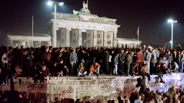 Bức tường Berlin sụp đổ ngày 9/11/1989 làm Việt Nam bị sốc