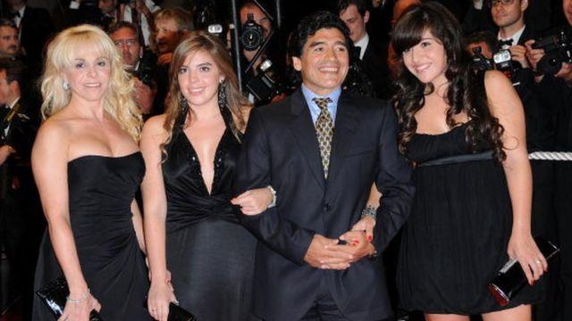 Maradona con su familia