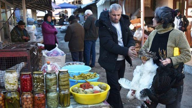 Bazarda satıcı
