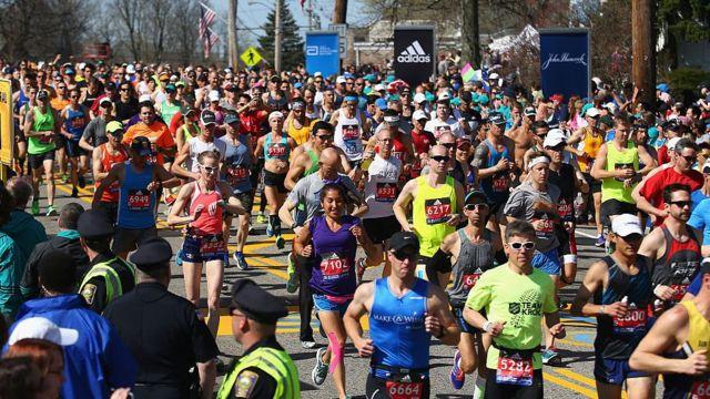 Участники Бостонского марафона-2016