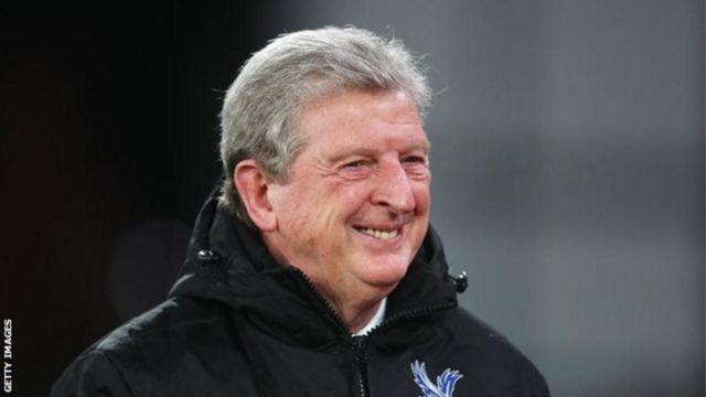 Mkufunzi wa Crystal Palace Roy Hodgson anasema kwamba anataka kuwasajili wachezaji wanne au watano katika dirisha dogo la uhamisho la mwezi Januari. (Mail)